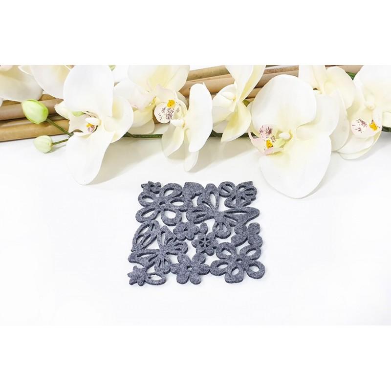 Filcowa podkładka pod kubek, filiżankę. Kwiaty i motyle