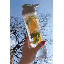 Butelka z wkładem na lód i owoce
