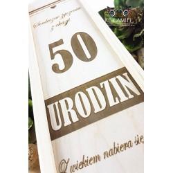 Drewniana skrzynka z grawerem - 50 Urodziny