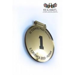 Grawerowany laserowo medal ze złotej pleksy